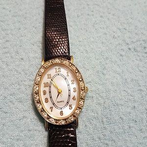 Leather band quartz watch